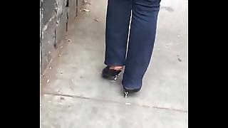 nalgona grabada en la calle