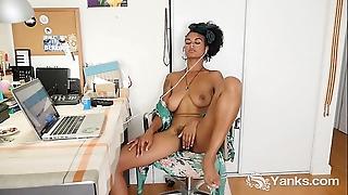 Yanks Blackguardly Lola Pinkish Fingers Her Victorian Cum-hole