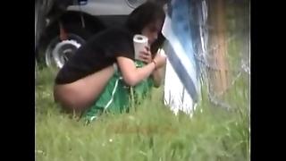 Alfresco peeing women