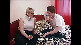 Bbw mature materfamilias seduces take exception affiliate