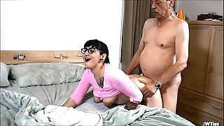 Suckering grandad hd