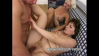 Anal screwing respecting twosome hot matures